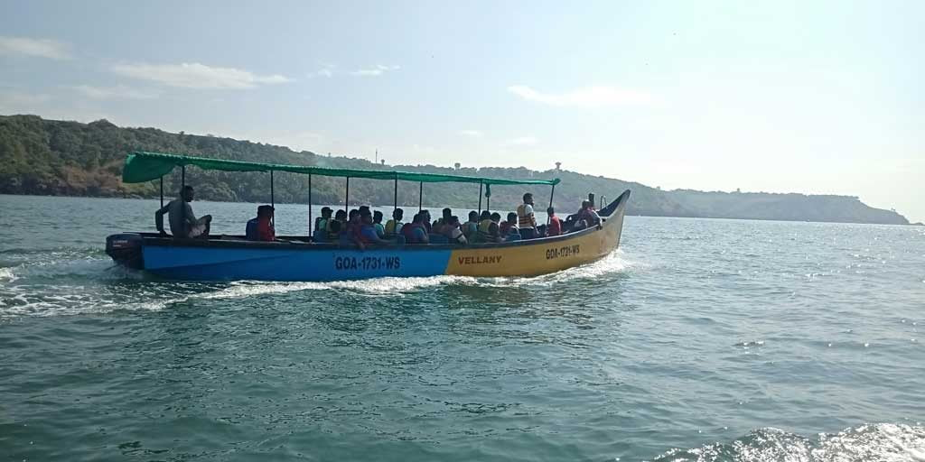 Bat-island-boat-Goa