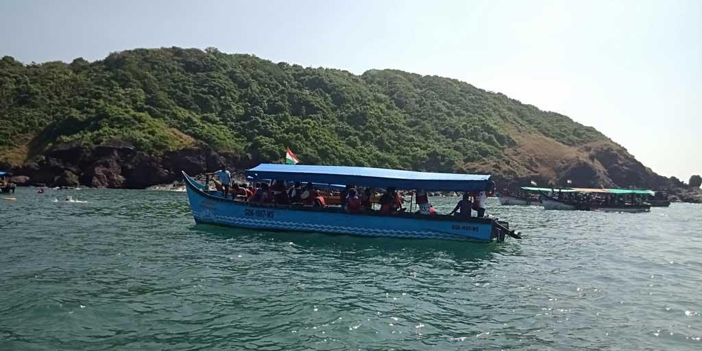 Boat-to-bat-island,-goa