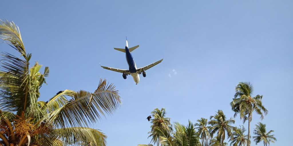 Plane-passing-over-bat-island,-goa